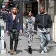 Après avoir recherché un château pour leur mariage aux alentours de Paris, Kanye West et sa compagne Kim Kardashian sont allés faire du shopping chez Givenchy et Balmain. En sortant de chez Balmain (accompagnés de Olivier Rousteing le styliste de la maison) , la belle s'est changée de tenue dans le van avant d'arriver chez Lanvin. Le 14 avril 2014