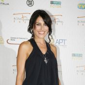 Lisa Edelstein : En blouse blanche ou en total look black, la bombe de Dr House est carrément... sexy !