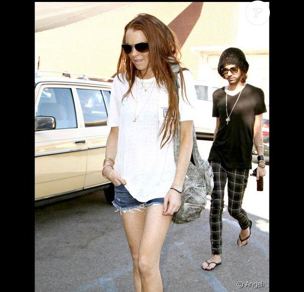 Lindsay Lohan se promène avec des amis dans Beverly Hills le 10 juillet 2009