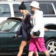 Justin Bieber et sa femme Hailey Baldwin Bieber se promènent à Los Angeles, le 26 septembre 2019.