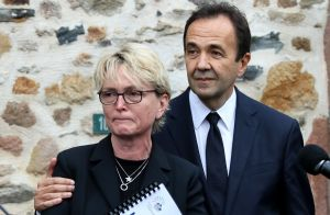 Claude Chirac en larmes sur les terres de son père, Bernadette absente