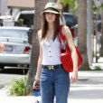 Emmy Rossum dans les rues de Beverly Hills, look : bleu, blanc, rouge !