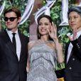 """Sam Riley, Angelina Jolie et Miyavi à la première du film """"Maléfique : Le Pouvoir du mal"""" au Roppongi Hills Arena à Tokyo, Japon, le 3 octobre 2019."""