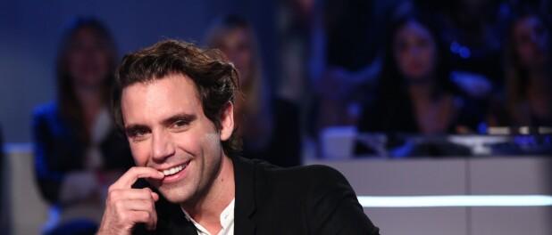 Mika entouré de profiteurs : il a