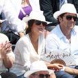 Patrick Bruel et sa compagne Caroline Nielsen - People dans les tribunes lors de la demi-finale des Internationaux de tennis de Roland-Garros à Paris, le 5 juin 2015.