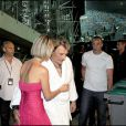 Johnny Hallyday et sa femme Laeticia en coulisses, à gauche Jean-Claude Camus, au Stade Velodrome à Marseille le 11 juillet 2009