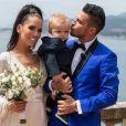 Julien, Manon et leur fils sur Instagram. Photo prise lors de leur mariage.