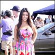 Kourtney Kardashian en jolie robe colorée, on valide !