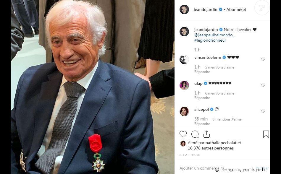 Jean-Paul Belmondo a reçu les insignes de grand officier de la Légion d'honneur le 8 novembre 2019 à l'Elysée.