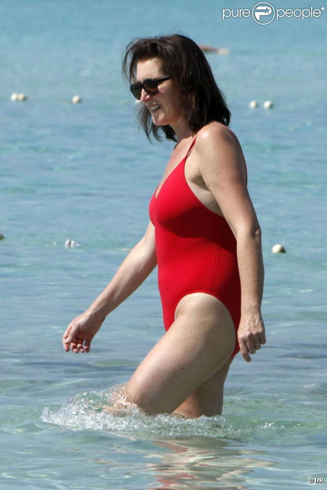 Cécilia Attias passe ses vacances à Ibiza, loin de tout, en compagnie de son mari Richard et de son fils Louis, 12 ans, né de son mariage avec Nicolas Sarkozy. Juillet 2009