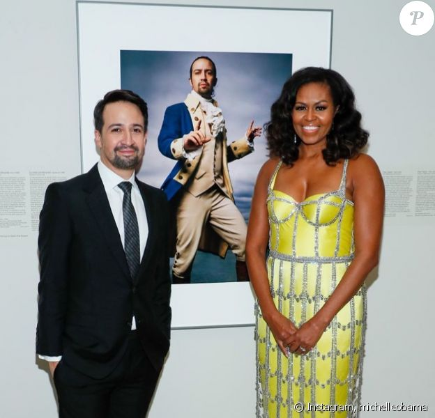 Michelle Obama impressionne avec sa robe jaune signée Schiaparelli, sur Instagram, le 18 novembre 2019.