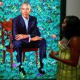 Michelle Obama à la National Portrait Gallery de Washington DC, le 18 novembre 2019. Elle porte une robe en soie jaune de la maison Schiaparelli.