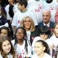 """Léonie, âgée de 14 ans (T-shirt bleu ELA) , Brigitte Macron, Jean-Michel Blanquer, ministre de l'éducation nationale lors de la dictée d'ELA lors de sa 16ème édition au Collège Suzanne Lacore à Paris à une classe de 6ème le 14 octobre 2019. Cette dictée est le lancement officiel de la campagne """"Mets Tes Baskets et bats la maladie"""" à l'école. © Dominique Jacovides / Bestimage"""