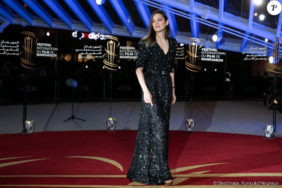 Marion Cotillard, habillée d'une robe Chanel (collection prêt-à-porter printemps-été 2020), assiste à la cérémonie d'ouverture de la 18ème édition du Festival International du Film de Marrakech (FIFM), le 29 novembre 2019. © Romuald Meigneux/Bestimage