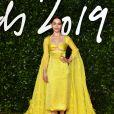 """Emilia Clarke, habillée d'une robe Schiaparelli (collection Haute Couture automne-hiver 2019) assiste à la cérémonie des """"Fashion Awards 2019"""" au Royal Albert Hall à Londres, le 2 décembre 2019."""