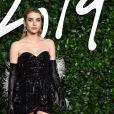 """Emma Roberts assiste à la cérémonie des """"Fashion Awards 2019"""" au Royal Albert Hall à Londres, le 2 décembre 2019."""