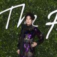 """Sandra Oh assiste à la cérémonie des """"Fashion Awards 2019"""" au Royal Albert Hall à Londres, le 2 décembre 2019."""