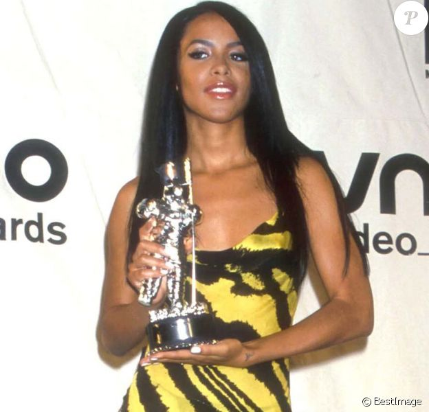 Aaliyah aux MTV Video Music Awards en 2000