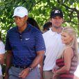 Tony Romo (au centre) et Jessica Simpson et Tiger Woods (à gauche)