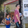 Exclusif - Sarah Michelle Gellar et son mari Freddie Prinze Jr. sont allés déposer leur fille Charlotte à son cours de basket à Santa Monica. Leur fils Rocky James était également du voyage, le 20 juillet 2019.