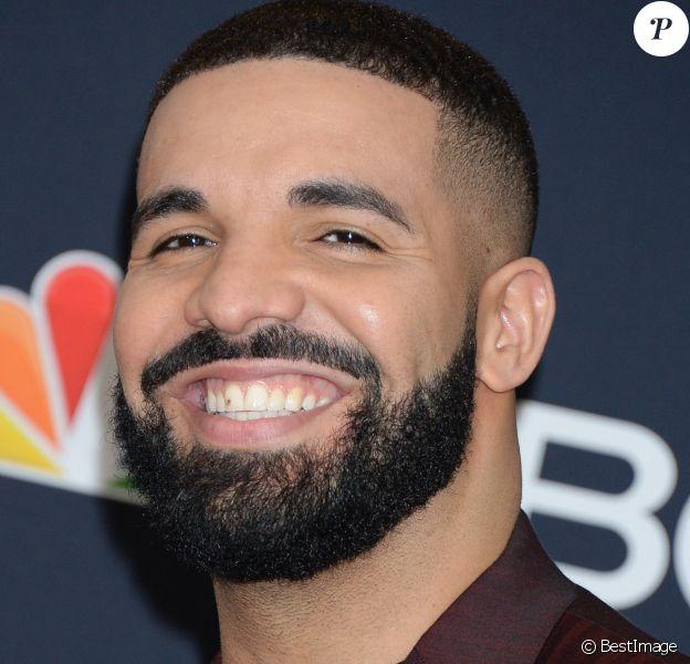 """Drake dans la press room des """"2019 Billboards Music Awards"""" au MGM Grand Garden Arena à Las Vegas, le 1er mai 2019."""