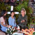 Léa Jossua, Laeticia Hallyday et ses filles Jade et Joy - Pour le deuxième anniversaire de la mort de Johnny, Laeticia Hallyday et ses filles Jade et Joy se recueillent sur sa tombe au cimetière de Lorient à Saint-Barthélémy le 5 décembre 2019.