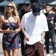 Justin Bieber et sa femme Hailey Baldwin Bieber se promènent en amoureux à The Grove dans le quartier de West Hollywood à Los Angeles, le 11 août 2019