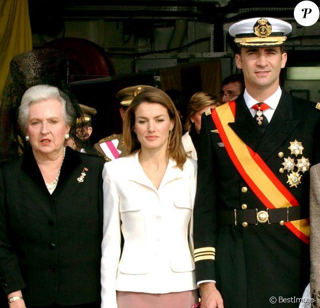 Pilar de Borbon, Letizia, Sofia et Felipe d'Espagne - Cérémonie militaire à Barcelone, en 2004.