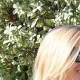 """Exclusif - Reese Witherspoon promène ses chiens dans le quartier de Brentwood à Los Angeles, le 6 janvier 2020, au lendemain de la cérémonie des """"Golden Globe""""."""