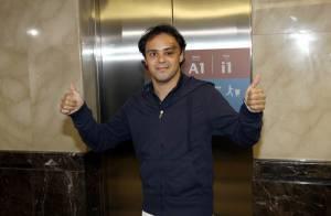 Le miraculé Felipe Massa à son arrivée au Brésil... est toujours un peu défiguré !