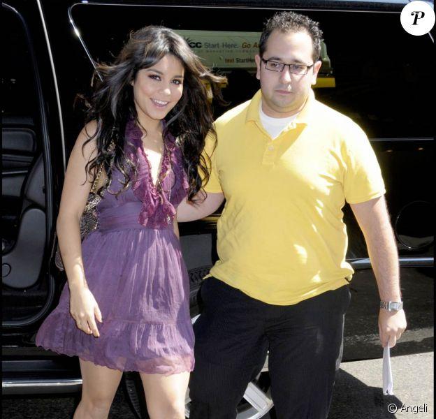 Vanessa Hudgens arrive aux Studio MTV (New York, 4 août 2009)