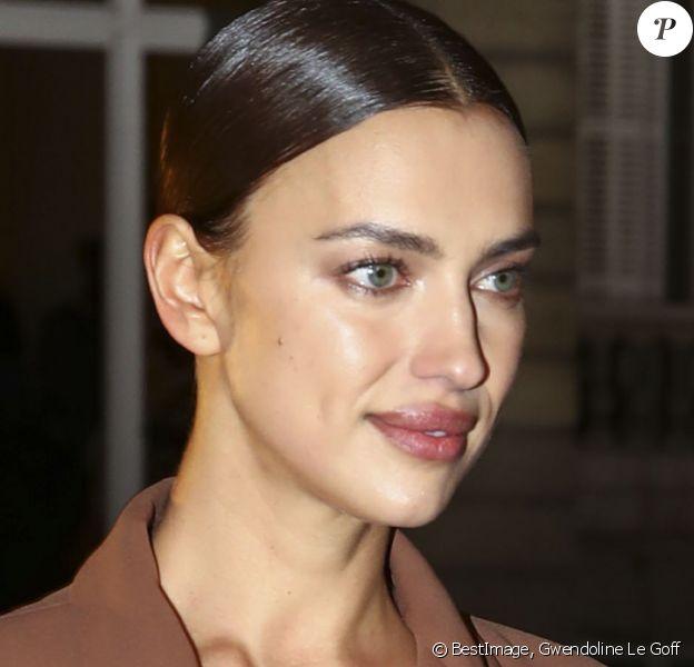 """Irina Shayk - Sorties du défilé de mode Haute-Couture printemps-été 2020 """"Valentino"""" à Paris. Le 22 janvier 2020 © Gwendoline Le Goff / Panoramic / Bestimage"""