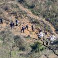 Les autorités commencent à nettoyer les débris de l'accident mortel d'hélicoptère qui a coûté la vie à la légende de la NBA, Kobe Bryant et sa fille Gianna Bryant le 28 janvier 2020.