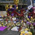 Illustration des différents hommages à Kobe Bryant, décédé dans un accident d'hélicoptère avec sa fille Gianna. Staples Center, Los Angeles, le 28 janvier 2020.
