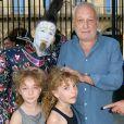 François Berléand avec ses filles les jumelles Lucie et Adèle - Ouverture de la 34ème Fête foraine des Tuileries au jardin des Tuileries à Paris, France, le 23 juin 2017. © Coadic Guirec/Bestimage