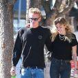 Exclusif - Miley Cyrus et son compagnon Cody Simpson se baladent main dans la main dans les rues de Los Angeles. Le couple est allé déjeuner en amoureux. Le 25 octobre 2019