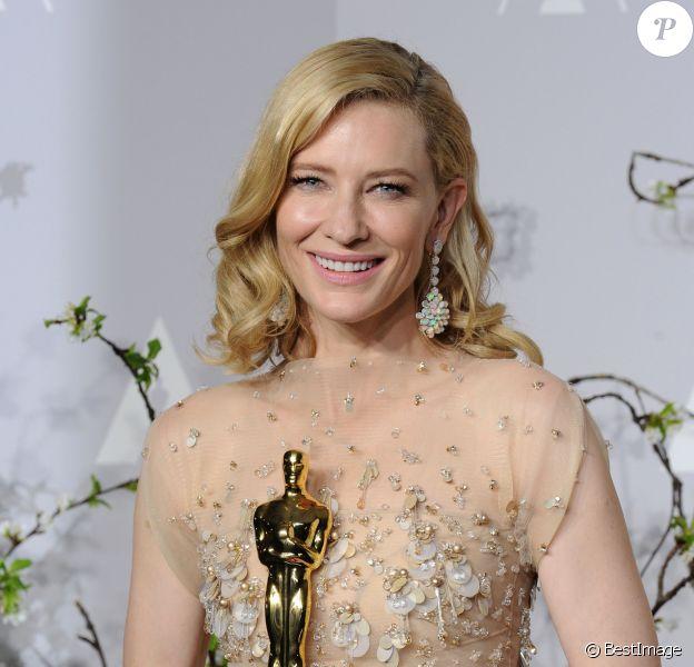 """Cate Blanchett, Oscar de la meilleure actrice pour le rôle de Jasmine dans le film """"Blue Jasmine"""", habillée en Armani Privé et bijoux Chopard - 86ème cérémonie des Oscars à Hollywood, le 2 mars 2014."""