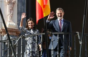 Letizia d'Espagne : Tendance en Victoria Beckham pour un bain de foule andalou