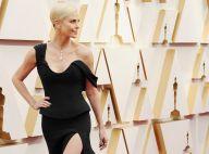 Charlize Theron et sa mère aux Oscars 2020: robe fendue et collier spectaculaire