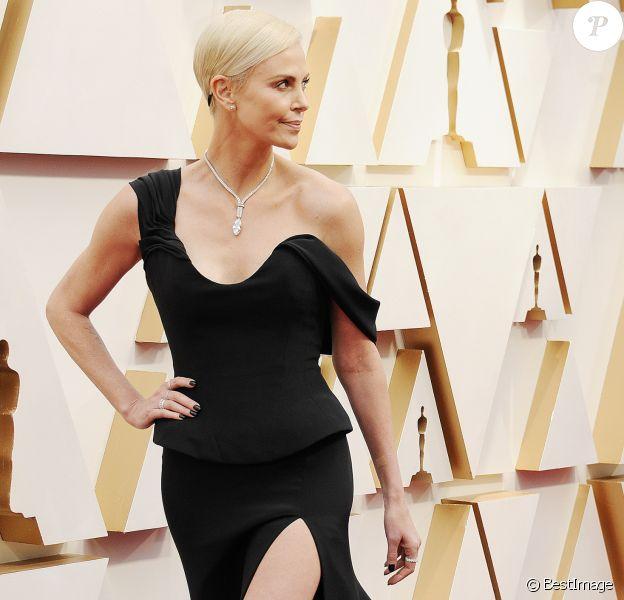Charlize Theron lors du photocall des arrivées de la 92ème cérémonie des Oscars 2020 au Hollywood and Highland à Los Angeles, Californie, Etats-Unis, le 9 février 2020.