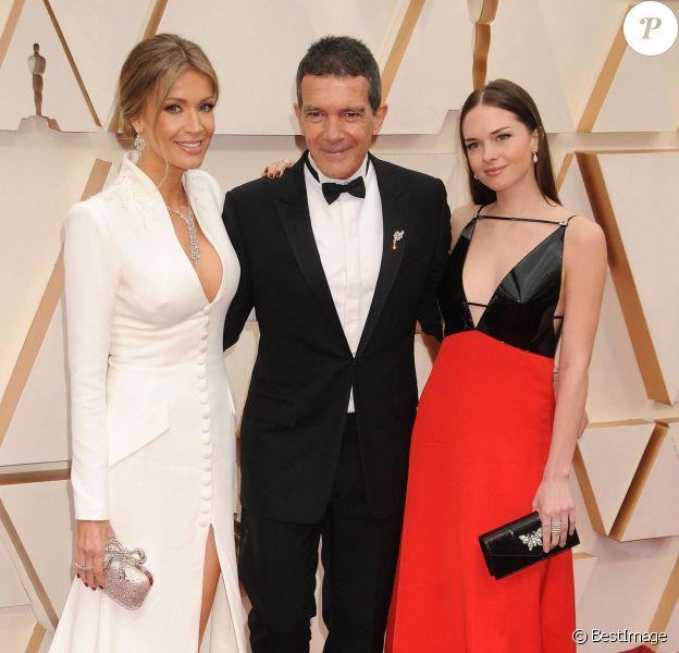 Nicole Kimpel, Antonio Banderas et sa fille Stella Banderas assistent à la 92ème cérémonie des Oscars au Dolby Theatre. Los Angeles, le 9 février 2020.