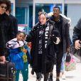 Madonna et son supposé compagnon Ahlamalik Williams à l'aéroport de New York le 27 décembe 2019.
