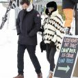 """Exclusif - Laeticia Hallyday et son compagnon Pascal Balland lors d'une journée au ski à la station """"Big Sky"""" dans le Montana avec leurs filles respectives, le 16 février 2020."""