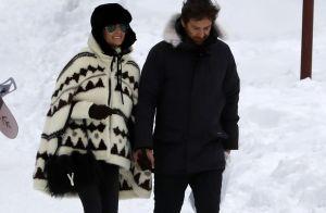 Laeticia Hallyday et Pascal Balland câlins au ski, pour des vacances en famille