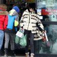 """Exclusif - Laeticia Hallyday - Laeticia Hallyday et son compagnon Pascal Balland lors d'une journée au ski à la station """"Big Sky"""" dans le Montana avec leurs filles respectives, le 16 février 2020."""