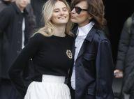 Inès de la Fressange : Avec sa fille Violette et Angèle au défilé Chanel
