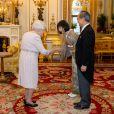 La reine Elizabeth II rencontre l'ambassadeur du Japon Yasumasa Nagamine (à droite) et Ayako Nagamine lors d'une audience au palais de Buckingham, à Londres, le 12 décembre 2019.