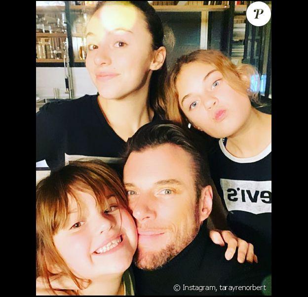 Norbert Tarayre entouré de ses trois filles, Gayane (13 ans), Laly (11 ans) et Aliya (7 ans) - Instagram, 1er décembre 2019