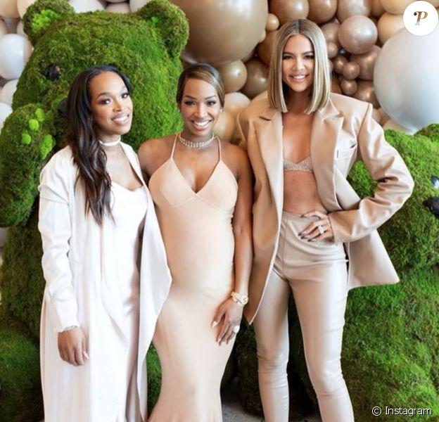 Malika Haqq, enceinte (au milieu), sa soeur jumelle Khadijah et Khloé Kardashian. Février 2020.