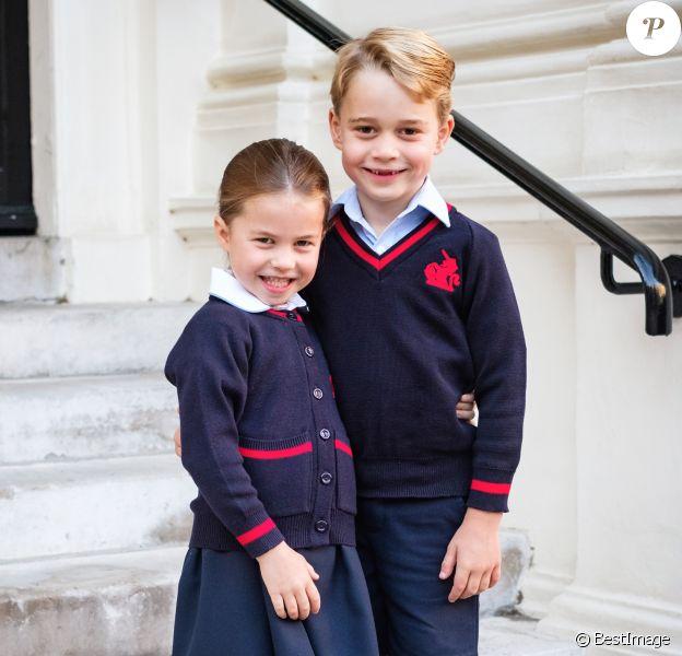 Le prince George de Cambridge et sa soeur La princesse Charlotte de Cambridge, première journée à l'école Thomas's Battersea, Londres le 5 septembre 2019.